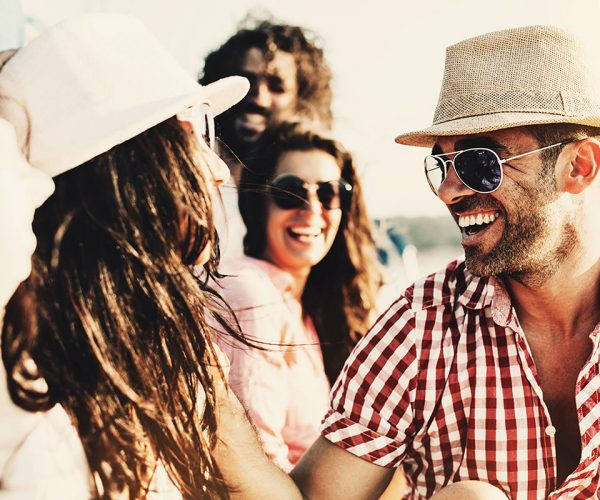 Friends_laughing_with_sunglasses_RS5907_Discover_Photography_04_1200x800